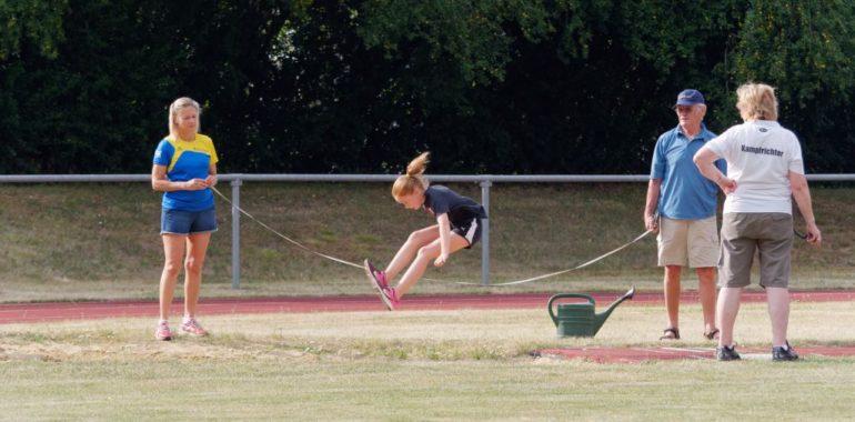 Erster interner Wettkampf der Trossinger Leichtathleten